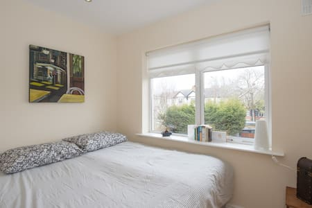 The West Wing- Double bedroom / Private bathroom - Kimmage
