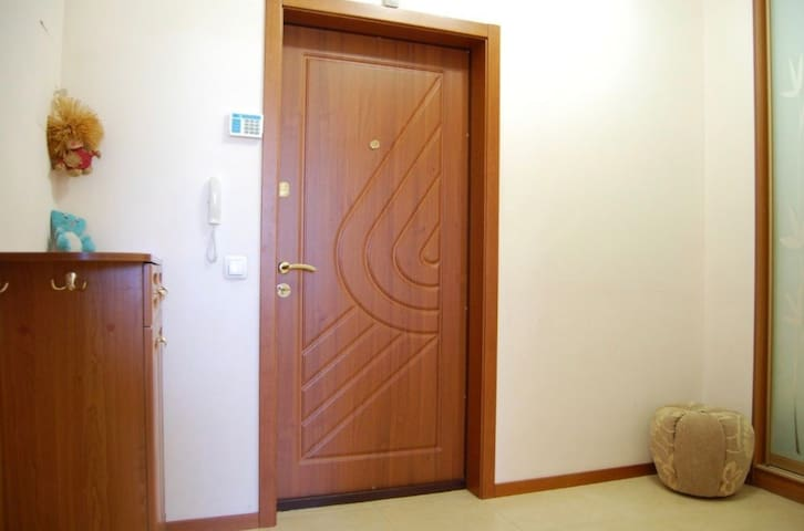 Cozy apartment Lesi Ukrainki city center Kreshatyk