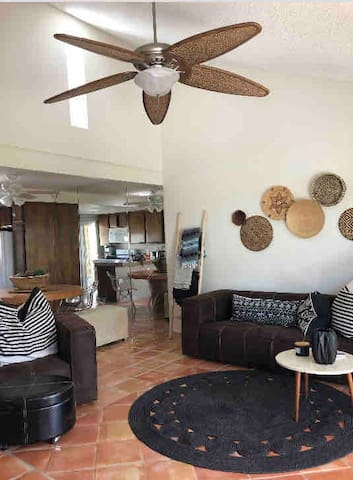 Touches of southwest boho Decor and comfy sofa. 13' ft high ceilings and bright clean an airy! Newly refinished vintage sautile tile, and open space plan with living room and dining area visible from the kitchen make this convenient.