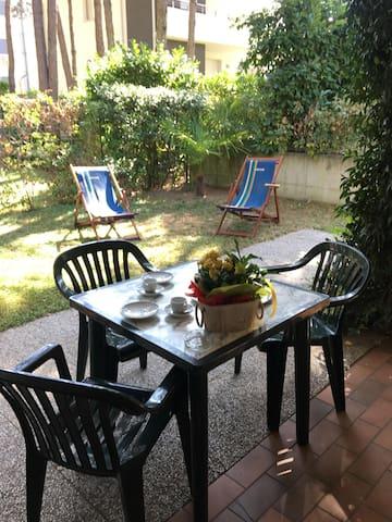 Villa multlipa appartamento co giardino privato