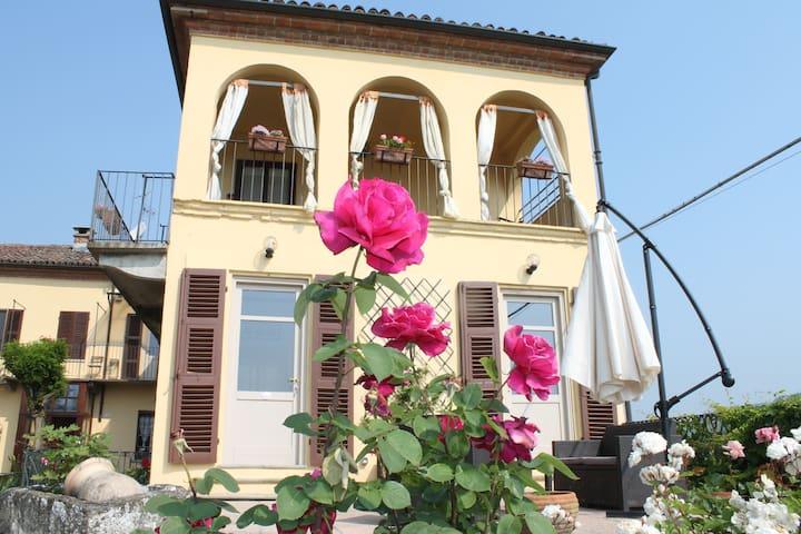 Room IL NOCCIOLO -TENUTA FAGNANETTO - Santo Stefano Belbo - Haus