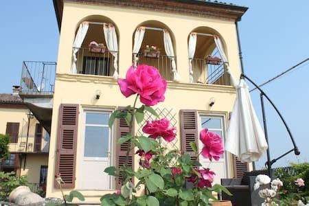 Room IL NOCCIOLO -TENUTA FAGNANETTO - Santo Stefano Belbo - Casa