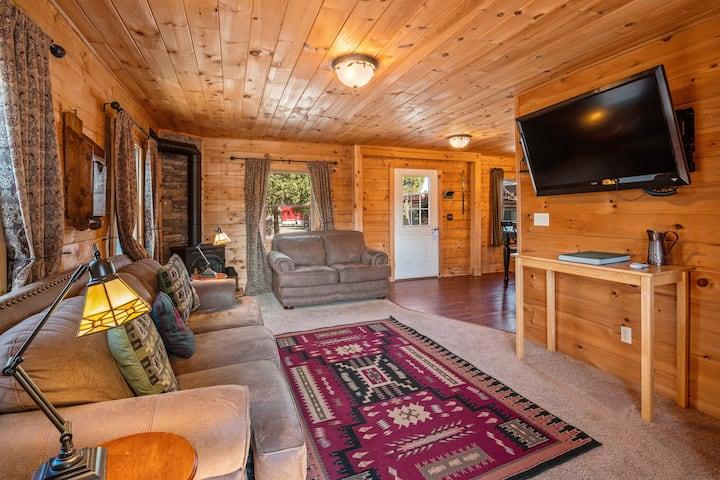 Bucking Moose Cowboy Cabin ~ Downtown West Yellowstone