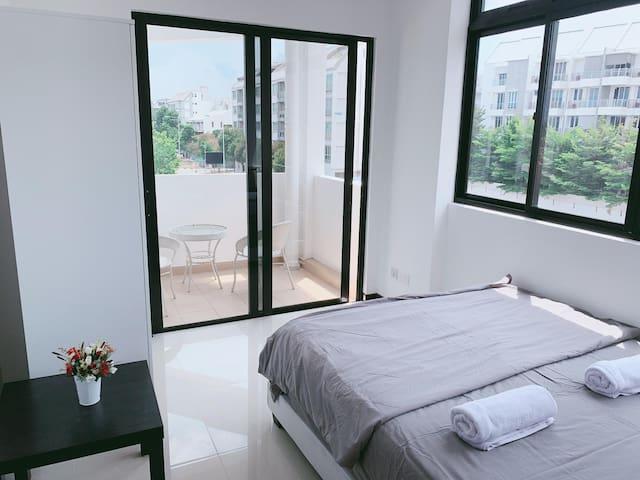 3 Bedroom Near MRT & Buses 2