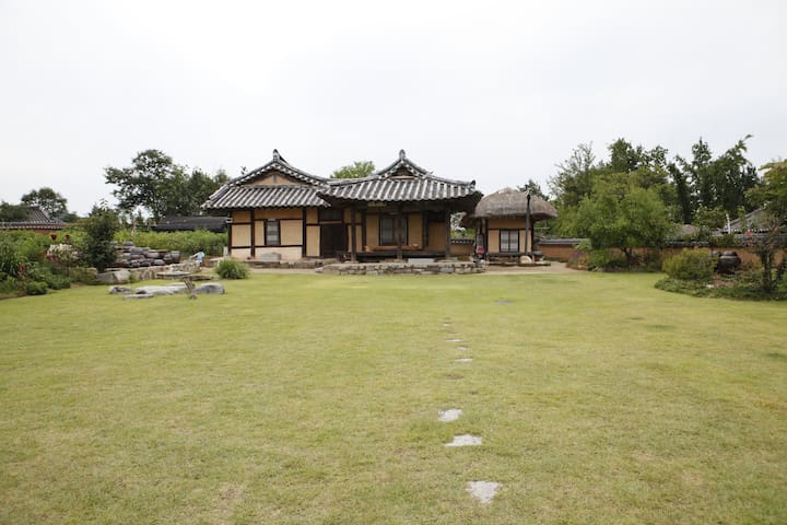 The Jisan house - choga room