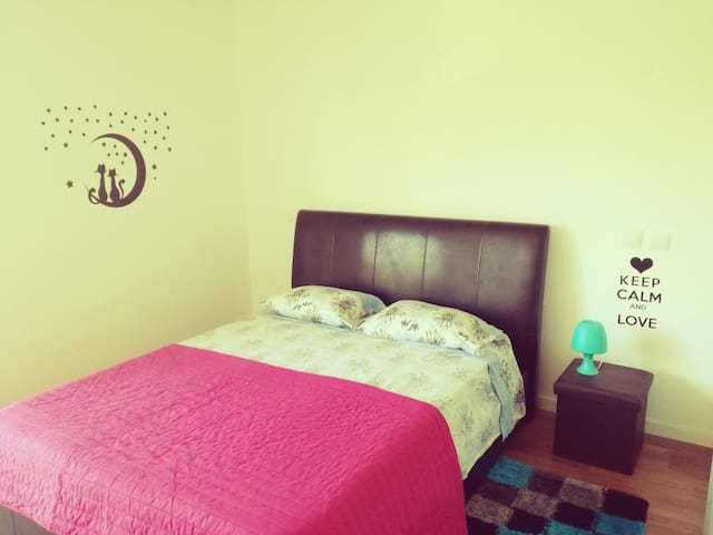 Room+wi-fi near Airport & Beach (Private room) - Faro - Apartamento