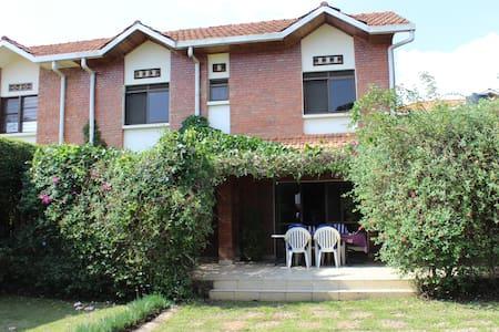 Beautiful home in great neigborhood w/fiberop Wifi - Κιγκάλι