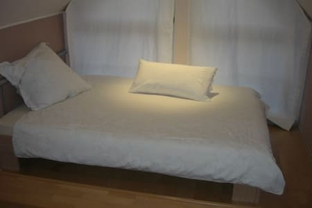 HB130 Guesthouse with 3 rooms Fair - Laatzen - Bed & Breakfast