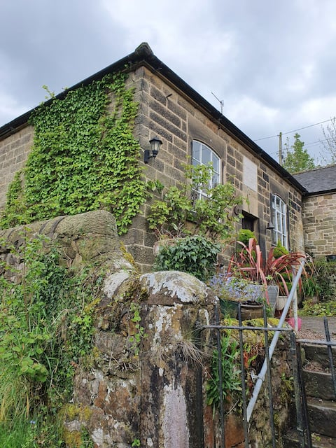 Quaint 2 bed cottage, ideally located for walking