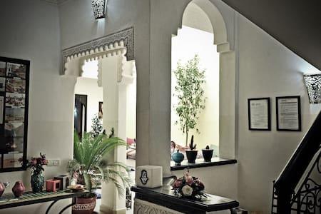 "RIAD DAR NOSSA - ""MEDERSA"" - Marrakech - Bed & Breakfast"
