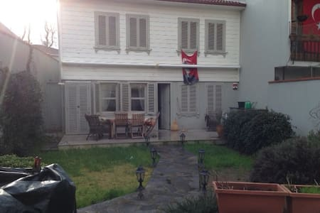 CUTE VILLA, CLOSE TO SEAFRONT - İstanbul