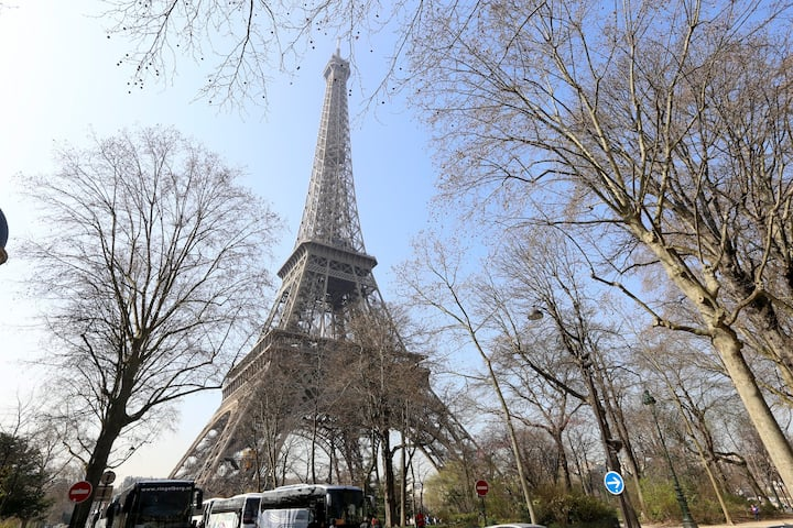 AMAZING VIEW OF THE EIFFEL TOWER!