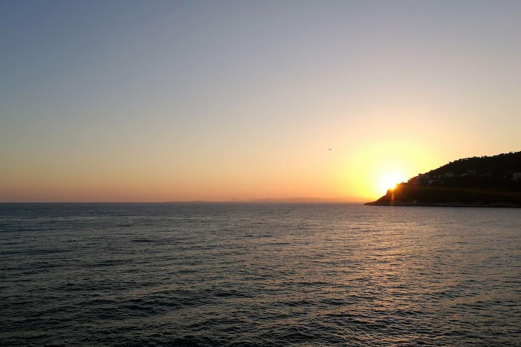 Levé de soleil sur la mer