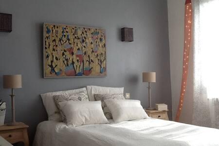 Chambre  calme vue sur jardin - Vergèze - Bed & Breakfast