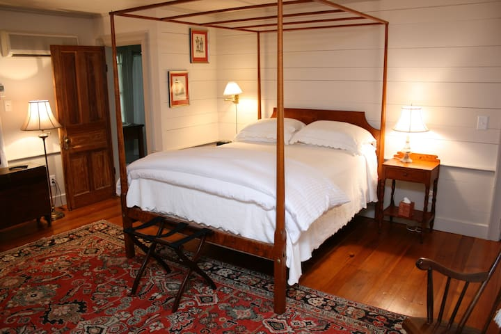 Inn at Bingham School (1801 Room) - Mebane - Bed & Breakfast