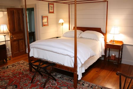 Inn at Bingham School (1801 Room) - Mebane