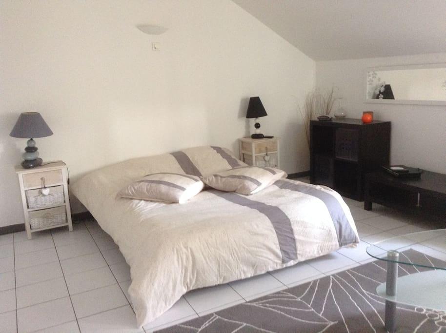 Studio meuble location saisonniere apartments for rent for Garde meuble midi pyrenees