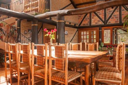Casa del Tio Shanta / Room Terrace - Cuenca - House