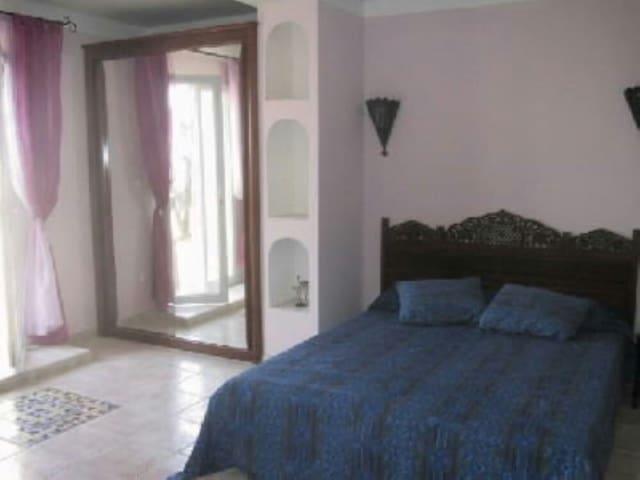 Chambre et salle de bain dans villa - Bastelicaccia - Dům