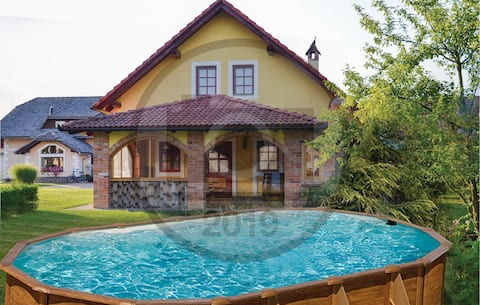 Holiday cottage with 3 bedrooms on 75m² in Gradac