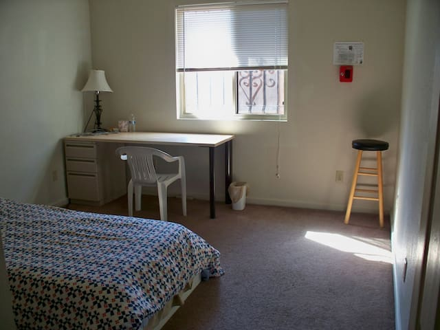 Private Room Save Money Travel., - Sacramento - Talo