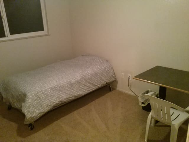 Private Room Save Money Travel.., - Sacramento - House