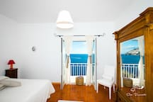 Amazing room very big and comfy with sea view