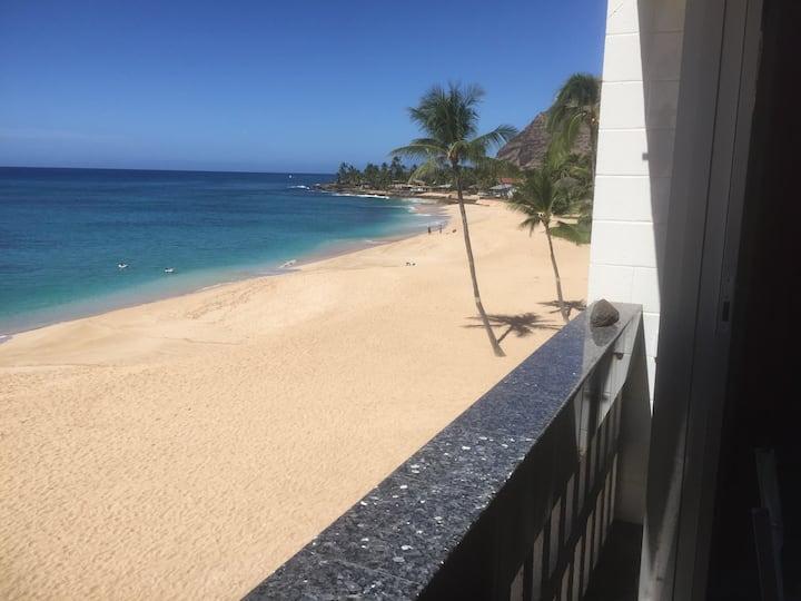 Hawaii Oahu Beachfront Lovers retreat in Paradise
