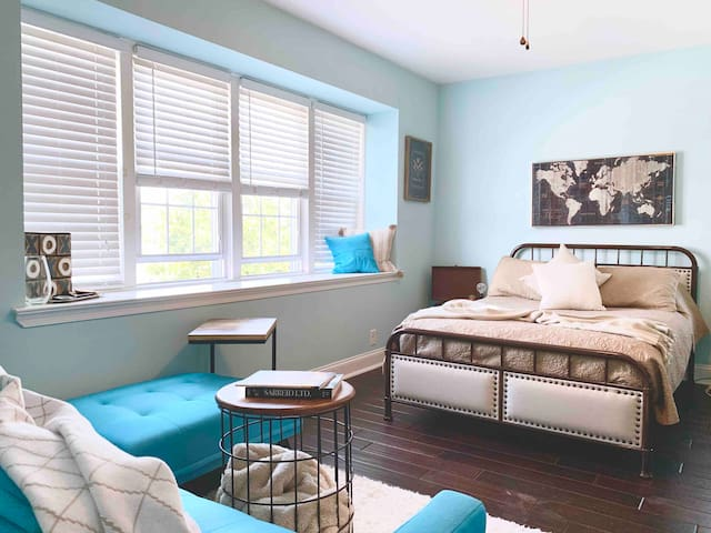 Spacious Apartment: Sunny + Modern in Manayunk