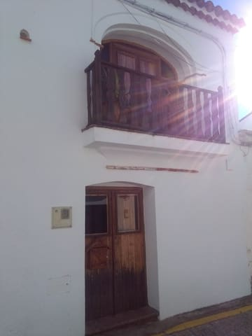 Authentic Wooden Village House - Castaño del Robledo - Casa particular