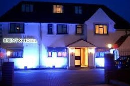 The Brent Hotel - 20 Bedroom Hotel - Harrow - Bed & Breakfast
