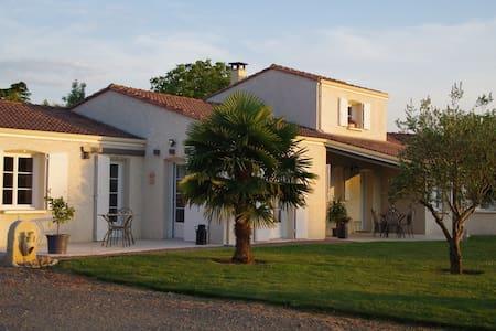 Grande maison  à la campagne   - Cherveux - Casa