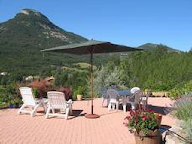 Site exceptionnel, piscine chauffée - Orpierre - Rumah