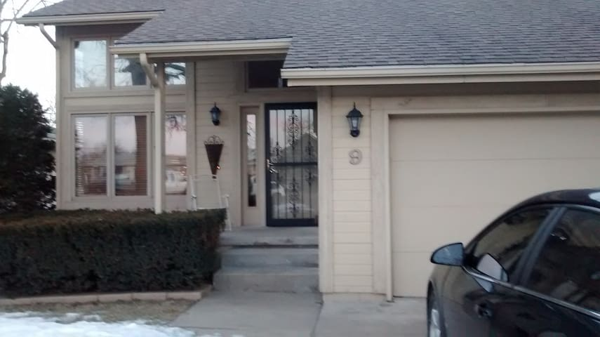 Beautiful & Close to Downtown Omaha - Council Bluffs - Huis