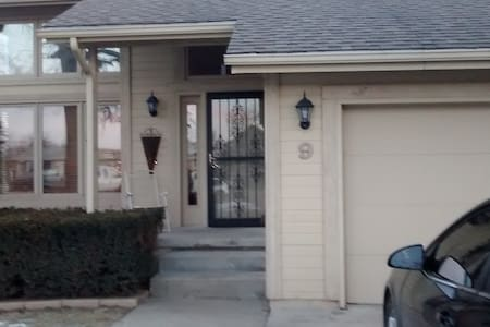 Beautiful & Close to Downtown Omaha - Council Bluffs
