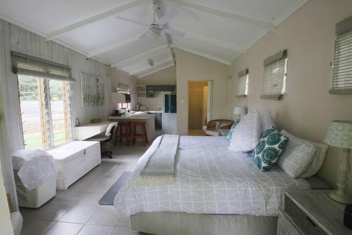 Private Garden Cabin in Gated Estate