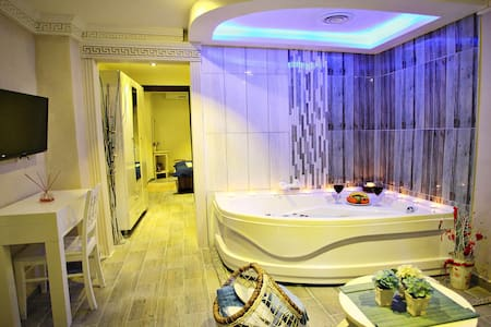 Taxim Romantic Suites Jacuzzi, - İstanbul - Apartment