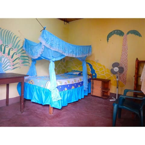 Retreat Guest Rooms w/ WIFI 2 MEALS - Tena - Bed & Breakfast