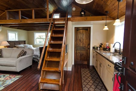 ParkAve Cottage - Adorable & Cozy near river paths