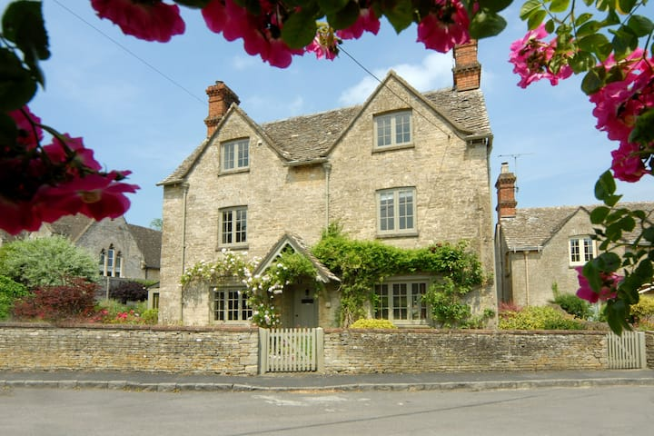 Holly Cottage, Coln St Aldwyns, Cotswolds