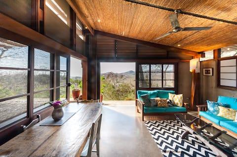 Cozy  jungle retreat, sleeps 5, ocean view, pool