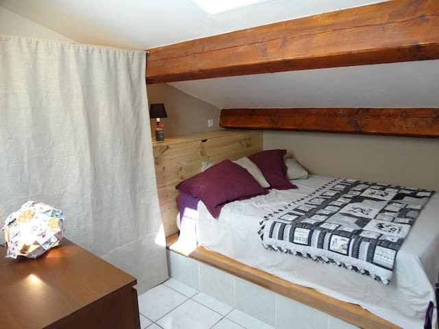Beautiful room under the eaves + private bathroom - Saint-Laurent-de-la-Salanque
