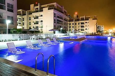 Apto condominio de frente para o mar com piscina. - Matinhos