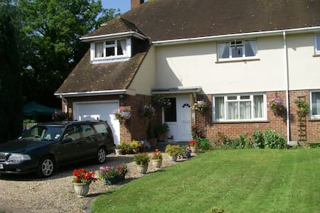 A Home From Home in  the country - Wylye - Haus