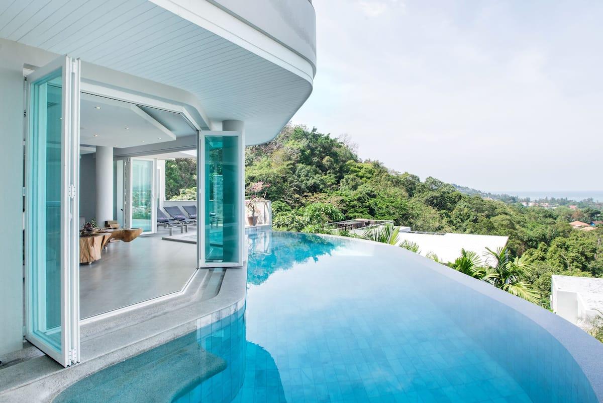 Villa Beyond Nine Bedroom Hillside Ocean View near Beach