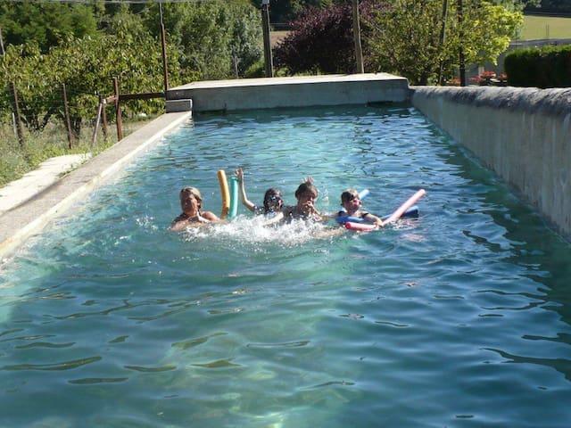 Gîte avec piscine, 11 pers, Drôme - Mirmande - Dům