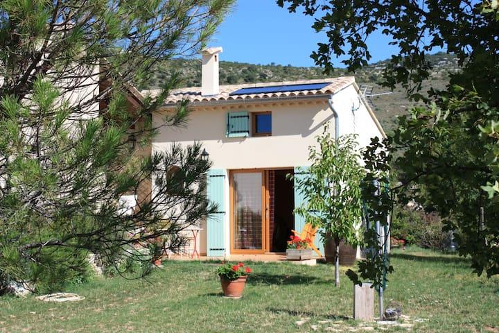 Studio dans terrain arboré - Saint-Remèze - Talo