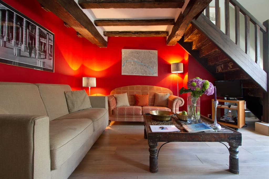 I set up Pad A Terre in 1999 providing alternatives to 4-5* Paris boutique hotels for a discerning clientèle seeking more space for less with no compromise on comfort.