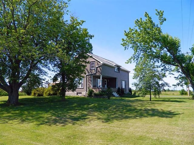 ACADIA HOUSE - Prince Edward County - Cherry Valley - House
