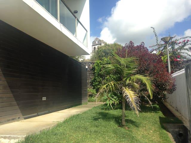 Quarto em casa com jardim e piscina, Fajã de Baixo - Fajã de Baixo, Ponta Delgada - Rumah